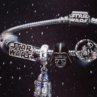 Gardez la force en vous ! Venez découvrir notre nouvelle collection Star Wars en boutique 👏🏼🦾